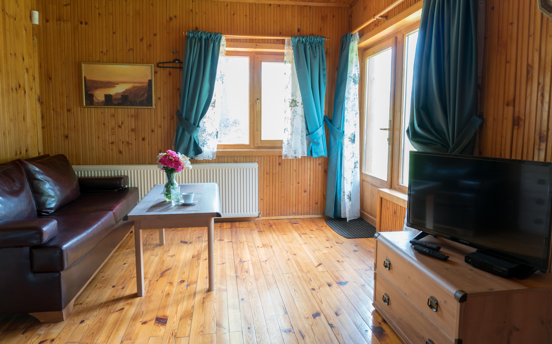 Хол в къща 4, телевизор, маса, скрин, разтегаем диван